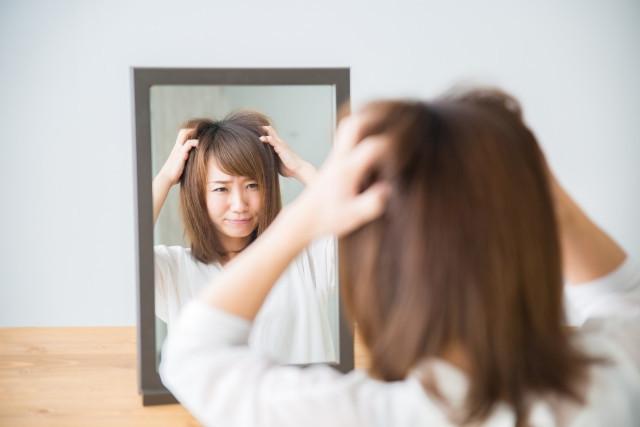 自律神経失調症に悩む女性の写真